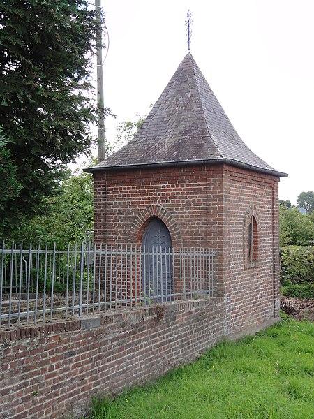 Dimechaux (Nord, Fr) chapelle au croisement, centre-bourg
