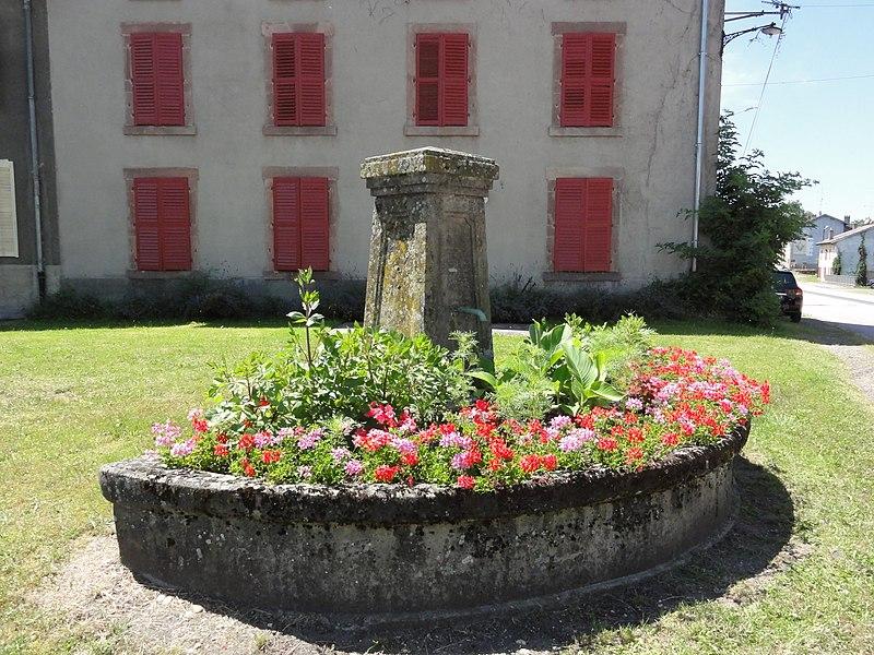 Domèvre-sur-Vezouze (M-et-M) fontaine