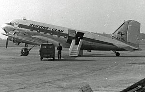 Hunting-Clan Air Transport - Hunting-Clan Douglas Dakota at Manchester Airport on the Newcastle service in 1954