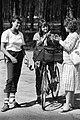 Duatlon '88 (57) Jane Salumäe sõbrannadega.jpg
