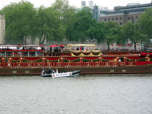 Duke and Duchess of Cambridge on the Jubilee Barge.jpg