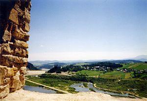 Dunajec near Czorsztyn Castle in 1994.jpg
