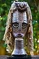 Eco Art - מסכה אפריקאית מפסולת בקבוקי פלסטיק וחומרים ממוחזרים.jpg