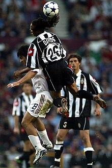 Davids alla Juventus nel 2003, alle prese con il milanista Gattuso e sotto lo sguardo dell'altro bianconero Tacchinardi, durante la finale di Champions League a Manchester.