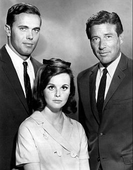 Van links: Stephen Brooks, Lynn Loring en Efrem Zimbalist Jr., (1965).