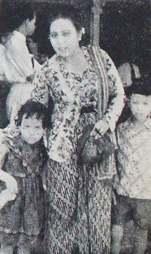 Elly Yunara - Yunara and two of her children, 1954