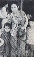Elly Yunara and her children Dunia Film 15 Jan 1954 p3.jpg