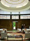 Eltham palace wikipedia - Deco entreehal ...