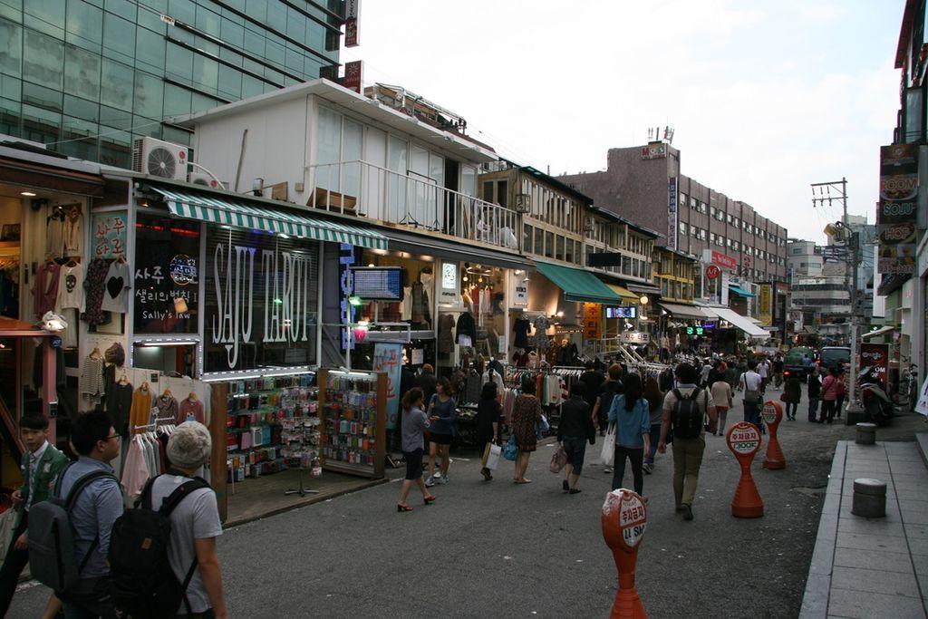 Eoulmadang-ro shops-01