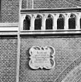 Exterieur abdijkerk, gevelsteen met Latijnse spreuk boven ingangspartij - Berkel-Enschot - 20001143 - RCE.jpg