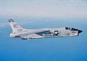 O nascimento do poder dos Porta Aviões 300px-F-8E_VMF-212_CVA-34_1965_%28cropped%29