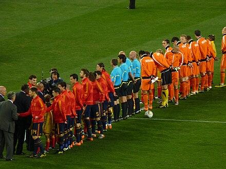 fd049d61af Espanha e Países Baixos antes da final da Copa de 2010.