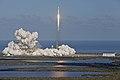 Falcon Heavy despegando 06.jpg