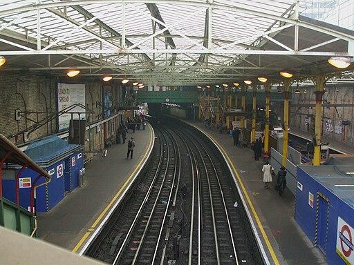 Farringdon station Underground high southbound
