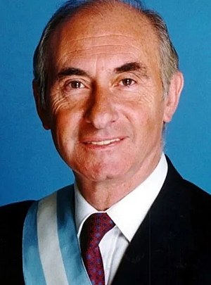 Argentine general election, 1999 - Image: Fernando de la Rúa con bastón y banda de presidente (recortada)