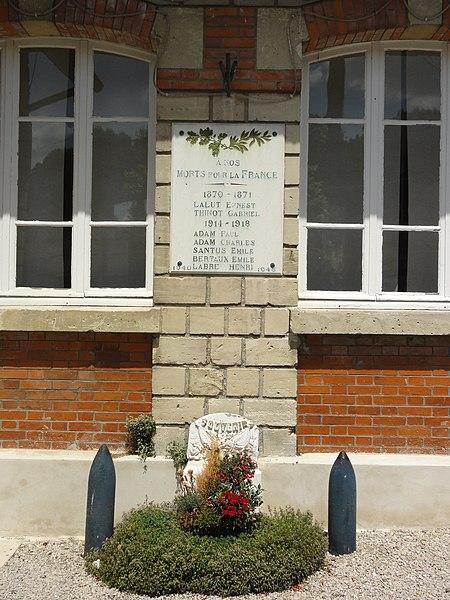 Filain (Aisne) plaque monument aux morts à la mairie