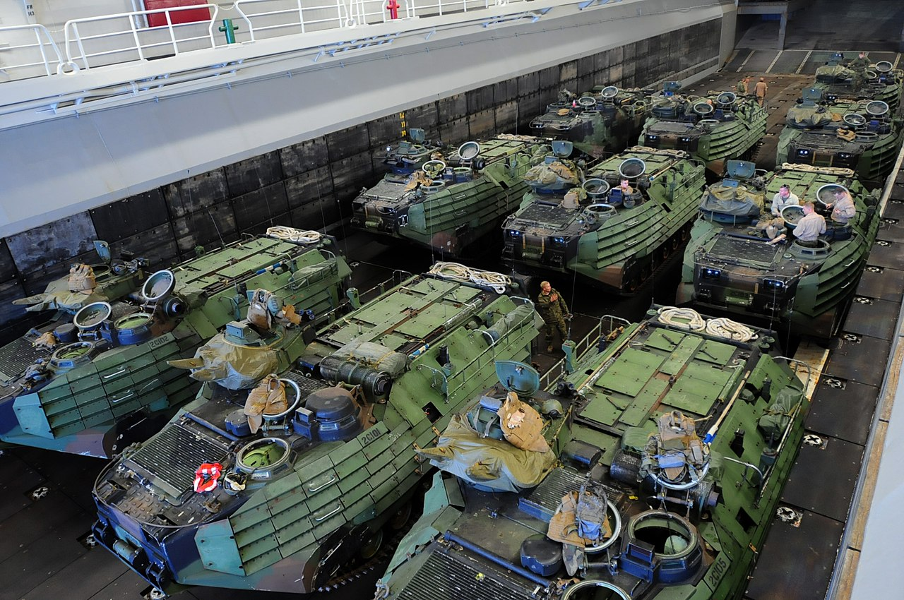 File Flickr Official U S Navy Imagery Marines Prepare Their Amphibious Assault Vehicles Inside The Well Deck Of The Amphibious Assault Ship Uss Kearsarge Jpg Wikimedia Commons