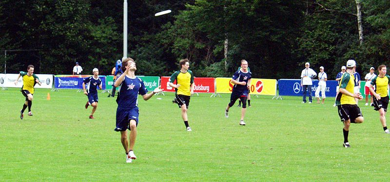 File:Flying Disc - Ultimate Frisbee - World Games 2005 (1).jpg