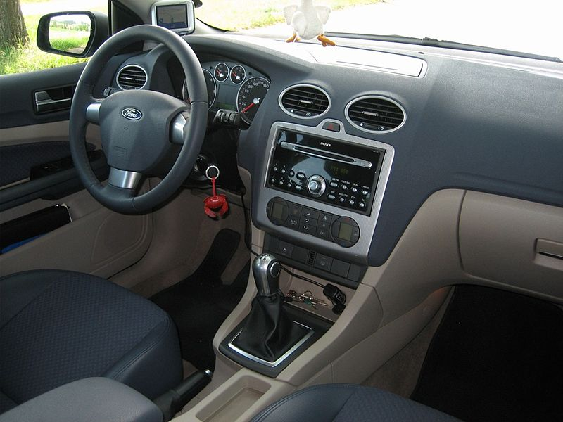File focus ii titanium wikimedia commons for Ford focus 2006 interieur