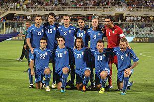 Mattia Cassani (quarto in alto da sinistra) con la maglia dell'Italia nella gara contro la Slovenia del 6 settembre 2011