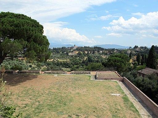 Firenze, Forte belvedere, terazze sui bastioni, visto su San Miniato al Monte