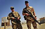 Fusilier Commando de l'Air et un membre de l'USAF sur l'aéroport de Kandahar.JPG