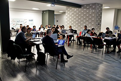 GLAM forum in Yerevan, workshop for wikieditors on Wikidata 12.jpg