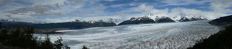 Visione panormaica del Ghiacciaio Grigio presso il Parco nazionale Torres del Paine (territorio cileno)