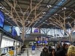 Geschmückte Baumstruktur im Stuttgart Flughafen 04.jpg