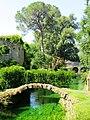 Giardino di Ninfa - Il fiume Ninfa nei pressi del ponte di legno.JPG
