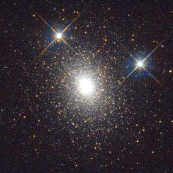L'amas globulaire Mayall II, vu ici par le Télescope spatial Hubble.