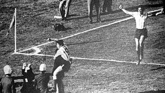 1967 Intercontinental Cup - Cárdenas (9) celebrating his fantastic goal