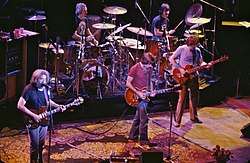The Grateful Dead 1980. Vo links no rechts: Jerry Garcia, Bill Kreutzmann, Bob Weir, Mickey Hart, Phil Lesh. Nicht auf dem Foto: Brent Mydland