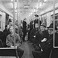 Gratis in metro in Rotterdam. Drukte op het Beursstation. Oefening bij de kaartj, Bestanddeelnr 920-9632.jpg