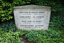 Grave of Walther Nernst at Stadtfriedhof Göttingen 2017 01.jpg