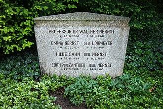 Walther Nernst - Nernst's grave in Göttingen