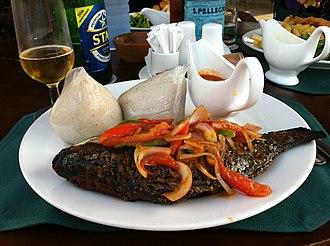 Banku - Image: Grilled tilapia with banku