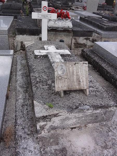 Grugies (Aisne) cimetière, tombe de guerre mai 1940