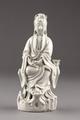 Guanyin barmhärtighetens gudinna gjord av porslin i Kina på 1700-talet - Hallwylska museet - 95577.tif