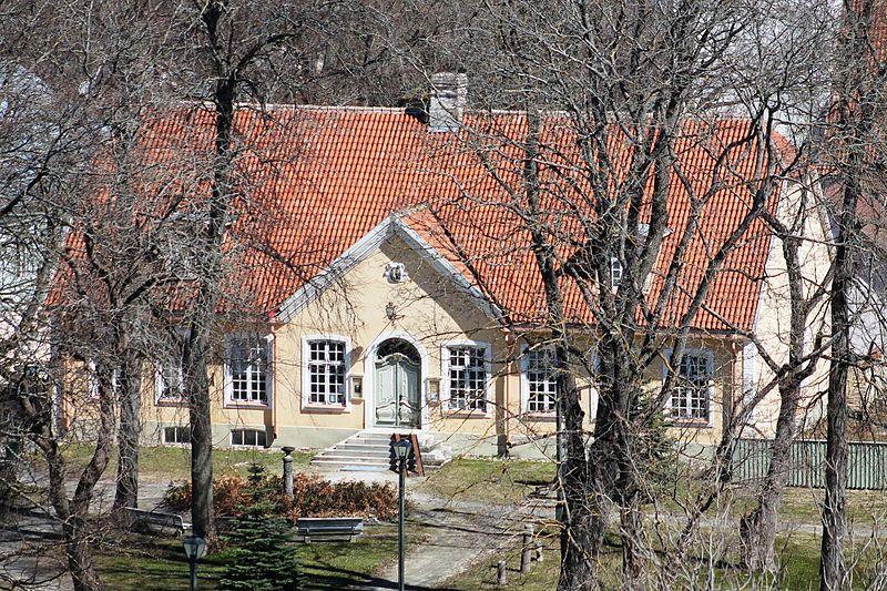 File:Haapsalu Raekoda, selles asub Läänemaa Muuseum.JPG