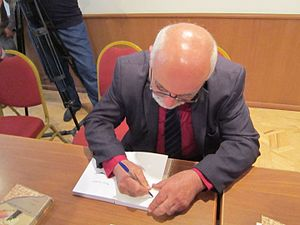 Paruyr Hayrikyan - Paruyr Hayrikyan signing his books during a presentation in 2016