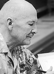 Heinlein signing autographs at Worldcon 1976
