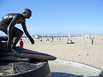 English: Hermosa Beach Pier Statue taken Janua...