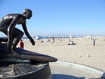 English: Hermosa Beach Pier Statue taken Janua...