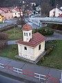 Hodkovičky, kaplička sv. Bartoloměje, z lávky.jpg