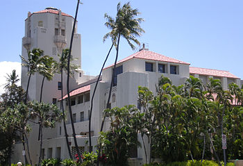 English: Front corner view of Honolulu Hale, t...