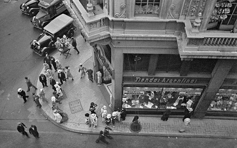 File:Horacio Coppola - Buenos Aires 1936 - Suipacha y Diagonal Norte.jpg