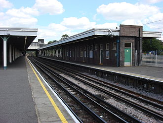 Hornchurch tube station - Side platforms with the eastbound track to the left