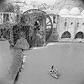 Houten waterrad aan de rivier de Orontes in Hama, Bestanddeelnr 255-6002.jpg