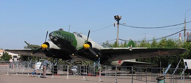 Дальний бомбардировщик ДБ-3ф (Ил-4). На самолёте этого типа совершил свой подвиг экипаж Н.Ф.Гастелло